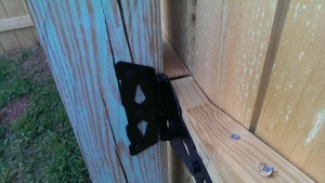 Closeup of hinge mount with the gate closed