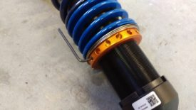 These xidas use an allen wrench to loosen the set screw, like most adjustable coilovers